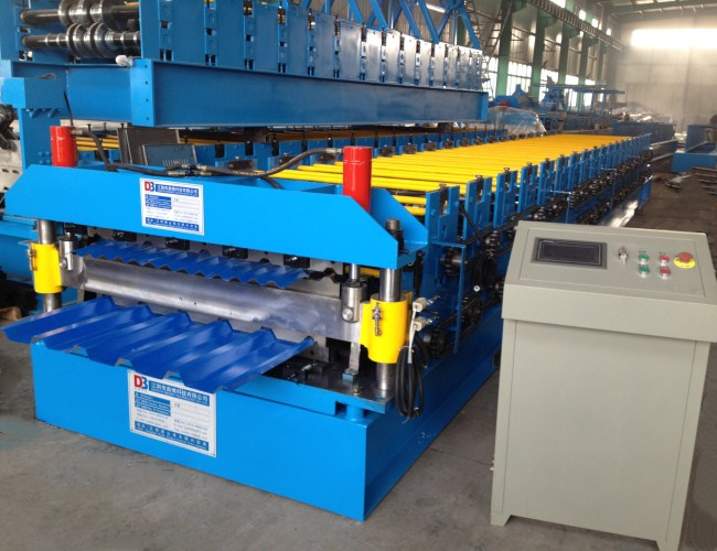 Metal Roofing Sheet Roll Forming Machine With Hydraulic Cutting